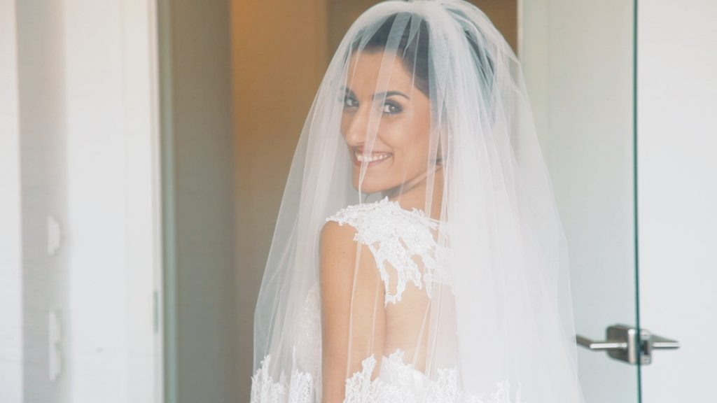 Braut ist bereit für die Kirche